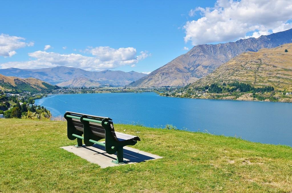 bench-679064_1280